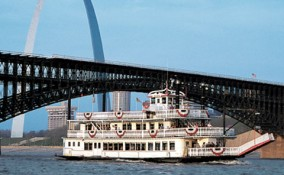 gateway-arch-riverboat-sightseeing-cruise